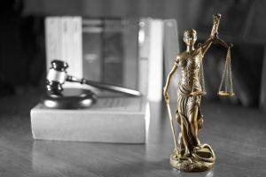 leugens en waarheid en Vrouwe Justitia
